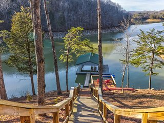 NEW LISTING! Beautiful lakefront house with gourmet kitchen, private dock