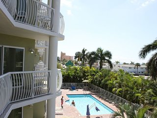 VALUE SEASON! SUNSET VIEW 2BR/2BA APARTMENT, STEPS TO THE BEACH, POOL, BALCONY