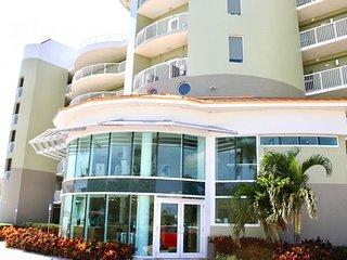 4 GREAT 2BR/2BAs for 24 GUESTS, POOL, BALCONY, STEPS TO THE BEACH