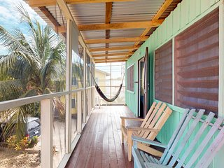 Group of 4 renovated cabanas near the beach w/ screened porches & hammocks