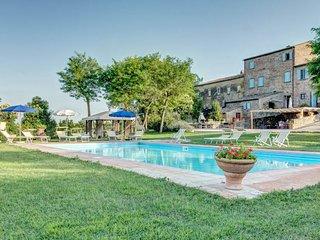 Fratticciola Villa Sleeps 24 with Pool Air Con and WiFi - 5763300