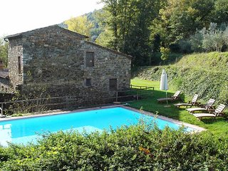 Sant'Antimo Villa Sleeps 8 with Pool and Air Con - 5762559