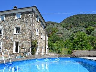 4 bedroom Villa with Pool - 5763492