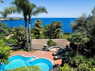Santa Tecla Villa Sleeps 8 with Pool and WiFi - 5764380