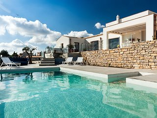 4 bedroom Villa with Pool, Air Con and WiFi - 5763316