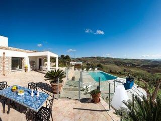 Lido Signorino Villa Sleeps 9 with Pool Air Con and WiFi - 5763316