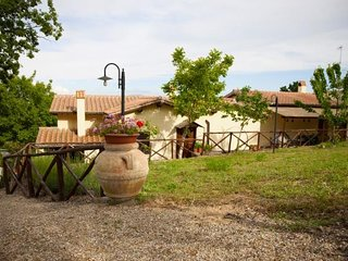 Fiordini Villa Sleeps 28 with Pool Air Con and WiFi - 5763217