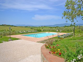 Farneta II Villa Sleeps 8 with Pool Air Con and WiFi - 5763291