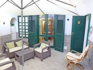 2 bedroom Apartment with WiFi and Walk to Beach & Shops - 5763339