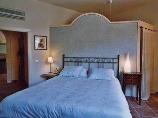 Iano Villa Sleeps 16 with Pool Air Con and WiFi - 5763211