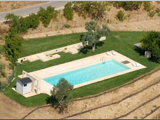 Pergusa Villa Sleeps 16 with Pool and WiFi - 5763022