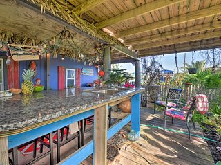 NEW! Tropical Surfside Beach Studio-Walk to Ocean!