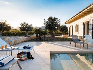 Avola Villa Sleeps 6 with Pool - 5764381