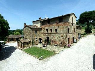 Lucignano Villa Sleeps 12 with Pool and WiFi - 5762514