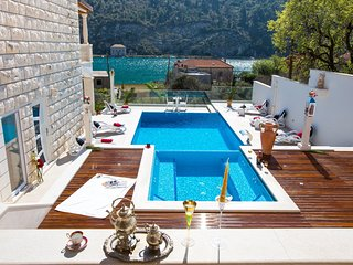 Spacious villa in the center of Nova Mokosica with Parking, Internet, Washing ma