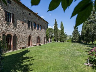 Torrenieri Villa Sleeps 24 with Pool - 5762367