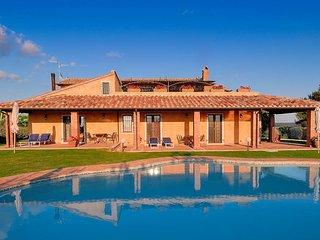 Pitigliano Villa Sleeps 13 with Pool Air Con and WiFi - 5762638