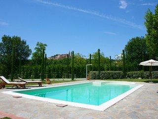 Santa Lucia Villa Sleeps 12 with Pool and Air Con - 5765170