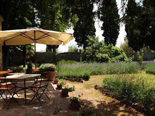 Sant'Antimo Villa Sleeps 26 with Pool - 5762762