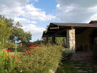 Castellina in Chianti Villa Sleeps 8 with Pool and WiFi - 5763119
