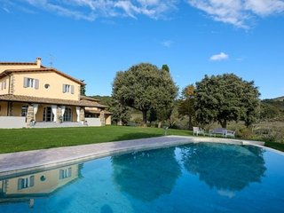 Legri Villa Sleeps 12 with Pool and Air Con - 5765127