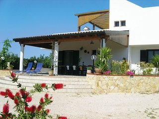 Gallipoli Villa Sleeps 10 with Pool - 5764958