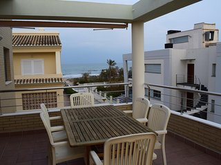 Spacious apartment a short walk away (88 m) from the 'Playa de L'Aigua Blanca' i