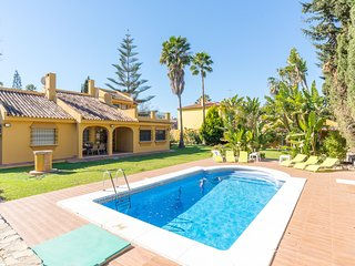 Spacious villa in Malaga with Internet, Washing machine, Air conditioning, Pool