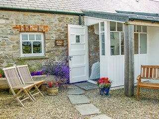 BWTHYN MAWR, pet friendly, luxury holiday cottage, with a garden in Newport