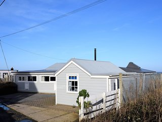 66810 Bungalow situated in Bacton
