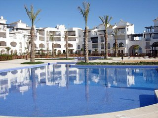 Beautiful Penthouse Apartment in ideal Resort Location!