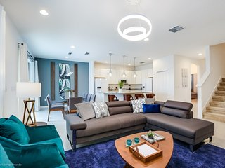 Modern Bargains - Sonoma Resort - Feature Packed Contemporary 8 Beds 6 Baths