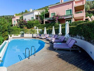 2020 Special Offers: Luxury Apartment Sol De Oro With Shared Pool and Sea Views
