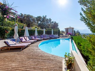 Early bird Offers: Luxury Apartment with shared pool and sea views in Lefkada