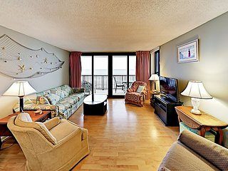 Stellar Ocean Views & 2 Balconies -- Access Shared Indoor Pool & Hot Tub