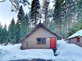 Charming Cabin Across From Truckee River, Off Hwy 89 & Near Squaw Valley