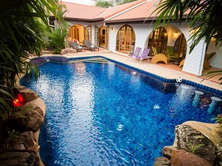 Grand Condo Wasana Pool villa 300meter from the beach