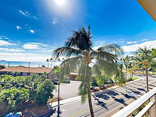 Corner Unit w/ Ocean-View Lanai & Pool, Across from Kalama Beach & Cove Park