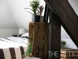 The Loft . Warm & Charming Attick room in Historical Center of Antwerp