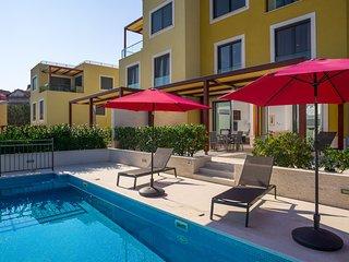 Beachfront Apartment Lemonade with Pool I