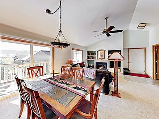Top-Floor Sunray Meadows 2BR - Heated Garage, Near Free Bus & Close to Slopes