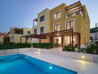 Beachfront Villa Lemonade with Pool I