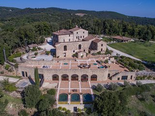 Castello di Tocchi Villa Sleeps 28 with Pool Air Con and WiFi - 5764805