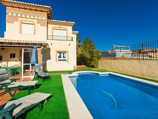 5 bedroom Villa with Air Con, WiFi and Walk to Beach & Shops - 5761842