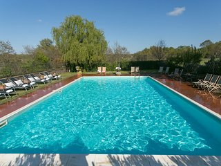 Poderetto Villa Sleeps 20 with Pool - 5762314