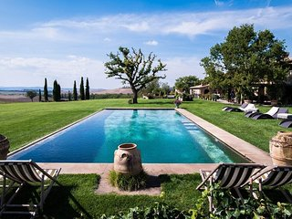 Contignano Villa Sleeps 16 with Pool and WiFi - 5763426