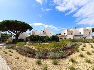 3 bedroom Villa with Walk to Beach & Shops - 5607838