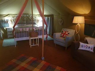 Tulip - Luxury Couples Glamping Cornwall -Primrose Farm Holidays