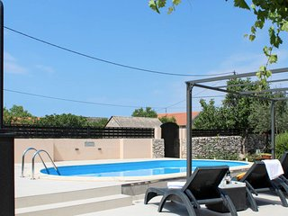 4 bedroom Villa with Pool, Air Con and WiFi - 5762097