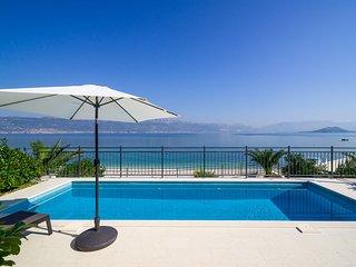 Beachfront Apartment Lemonade with Pool III
